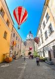Härlig gata och gamla ljusa byggnader i den gamla staden av Lublin, Polen Fotografering för Bildbyråer