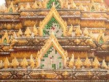 Härlig gavel av den berömda templet Arkivfoton