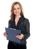 Härlig gladlynt affärskvinna med minnestavlan och penna för anmärkningar Arkivfoton