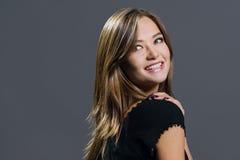 härlig glamourståendekvinna Fotografering för Bildbyråer