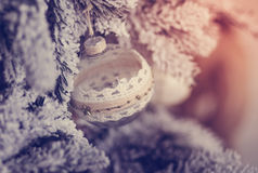 Härlig glass boll på julgranen Royaltyfria Foton