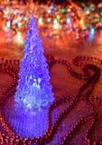 Härlig glass julgran på en bakgrund av ljus Royaltyfria Foton