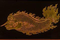 Härlig glass prydnad med den guld- filigranen av den guld- fisken med Royaltyfria Foton