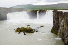 Härlig Godafoss vattenfall, nordliga Island Arkivfoto