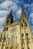 Härlig gotisk domkyrka i Chartres, Frankrike royaltyfri fotografi