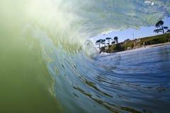 härlig grön wave Arkivfoton