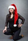 Härlig gravid santa kvinna som rymmer ömt hennes mage Royaltyfria Bilder