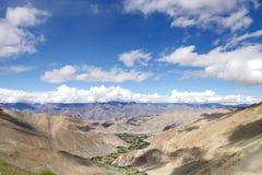 Härlig Green River dal i den Ladakh batholithen, Ladakh Royaltyfri Foto