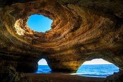 Härlig grotta i Benagil, Algarve, Portugal Royaltyfri Foto