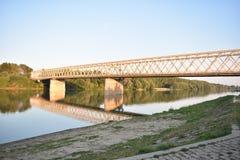Härlig gul bro på Serbien Royaltyfri Bild