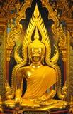 Härlig guld- Buddha, guld- staty för lord Buddha Arkivbilder