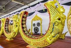 Härlig guld- modell för thailändskt musikinstrument den van vid takten eller knackar en melodi Royaltyfria Bilder