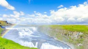 Härlig Gullfoss vattenfall med regnbågen iceland royaltyfri fotografi