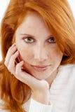härlig hårredkvinna Royaltyfria Foton