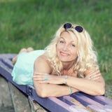 Härlig hög blond kvinna Royaltyfri Bild