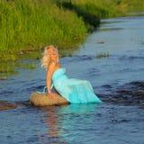 Härlig hög blond kvinna Royaltyfria Bilder