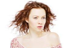härlig haired model röd white för bakgrund Royaltyfria Bilder