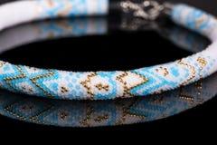Härlig halsband som är handgjord royaltyfria bilder