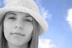 härlig hattkvinna Arkivfoto
