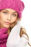 härlig hattvinterkvinna Arkivfoto