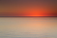 Härlig havsikt efter solnedgång längs den Clearwater stranden Florida royaltyfri foto