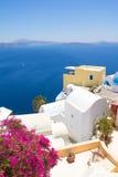 Härlig havssikt i den Oia byn på ön av Santorini Arkivbilder