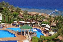 Härlig havssikt på det tropiska hotellet för lyxig semesterort, Röda havetbea Fotografering för Bildbyråer