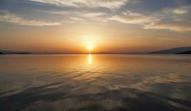 härlig havssolnedgång Royaltyfria Bilder