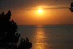 härlig havssolnedgång Arkivfoto