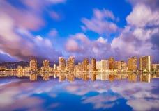 Härlig Hawaii horisont och reflexion på skymning Royaltyfri Foto