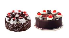 Härlig hel kaka på vit bakgrund royaltyfria foton
