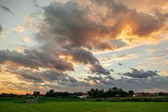 Härlig himmel Ouddorp, Nederländerna royaltyfri foto
