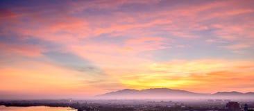 Härlig himmelsolnedgång på Chonburi Thailand Arkivbilder