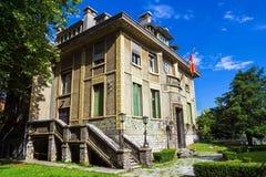 Härlig historisk byggnad i den historiska Cetinjen, Montenegr Arkivbilder