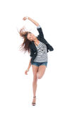 härlig huvuddelbrunett som dansar den fulla kvinnan Arkivfoto