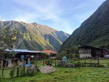 Härlig by i hjärtan av Anderna i Peru, södra Ameri royaltyfria bilder