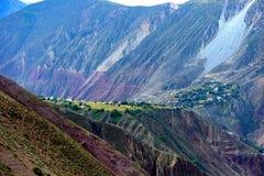 Härlig by i Tibet Arkivbilder