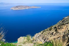 Härlig idyllisk turkos bevattnar shoreline royaltyfria foton