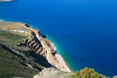 Härlig idyllisk turkos bevattnar shoreline fotografering för bildbyråer