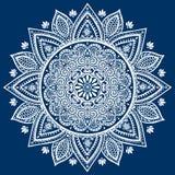 Härlig indisk blom- mandalaprydnad Royaltyfria Bilder