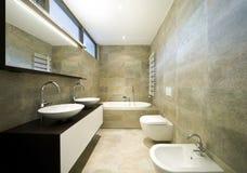 härlig interior för badrum arkivfoto