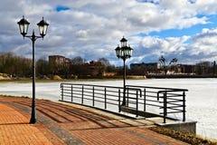 Härlig invallning av sjön Verhnee. Kaliningrad (till Koenigsberg 1946), Ryssland royaltyfria foton