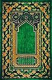 Härlig islamisk be filt arkivfoton