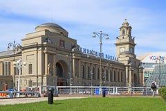 Härlig järnvägsstationbyggnad i Moskva Royaltyfri Foto
