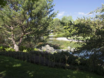 Härlig japanträdgård på den Montreal botaniska trädgården Arkivfoton