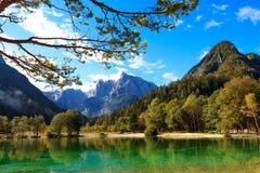 Härlig Jasna sjö på Kranjska Gora Royaltyfri Fotografi