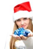 härlig julgåvakvinna Royaltyfri Fotografi