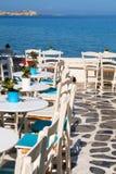 Härlig kafeteria på stranden, på den Mykonos ön Fotografering för Bildbyråer