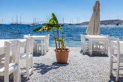 Härlig kafeteria på stranden, Grekland Arkivfoto