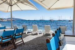 Härlig kafeteria på stranden, Grekland Royaltyfria Foton